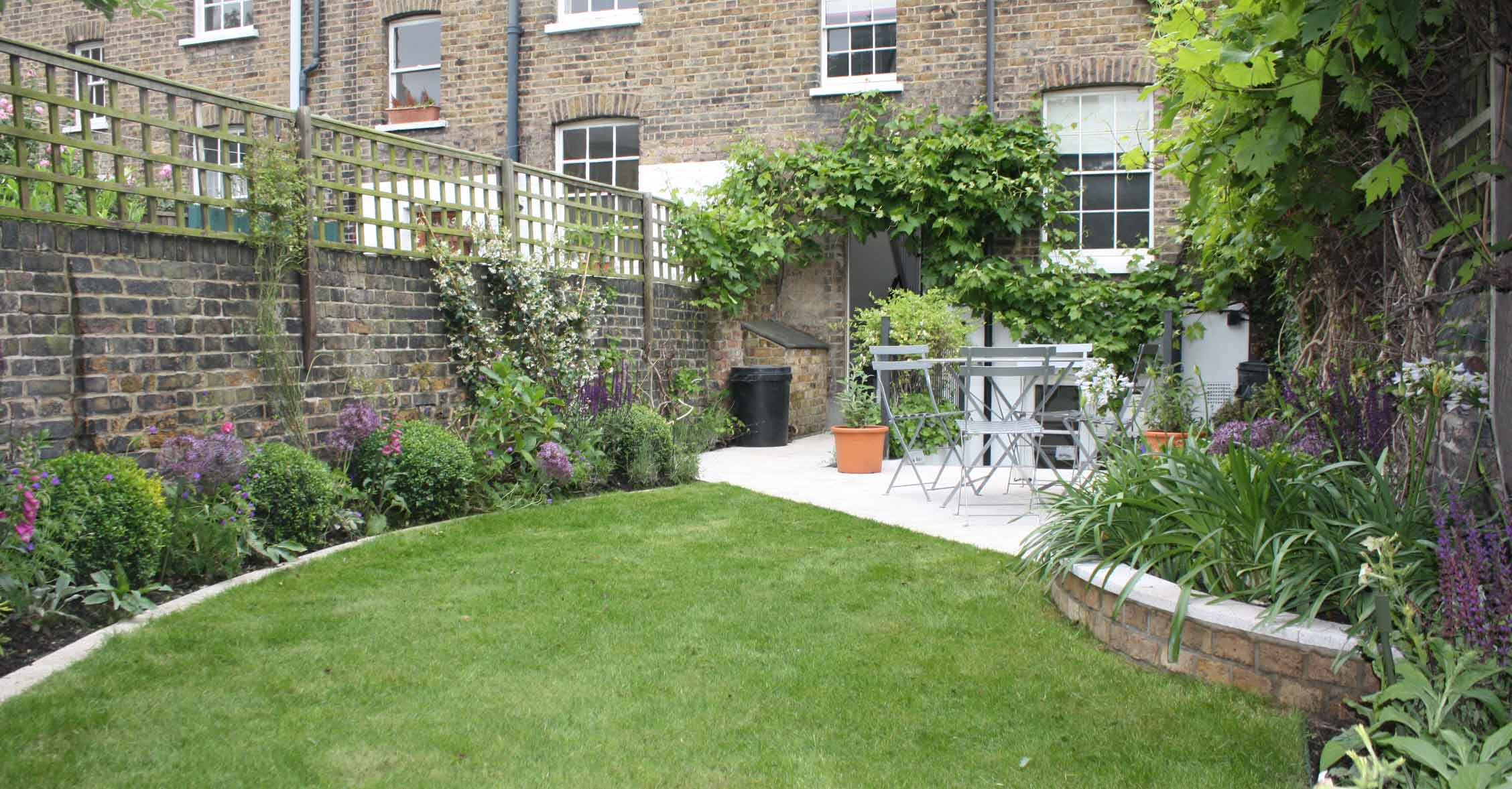 Long thin greenwich cottage garden garden design london for Long thin garden designs