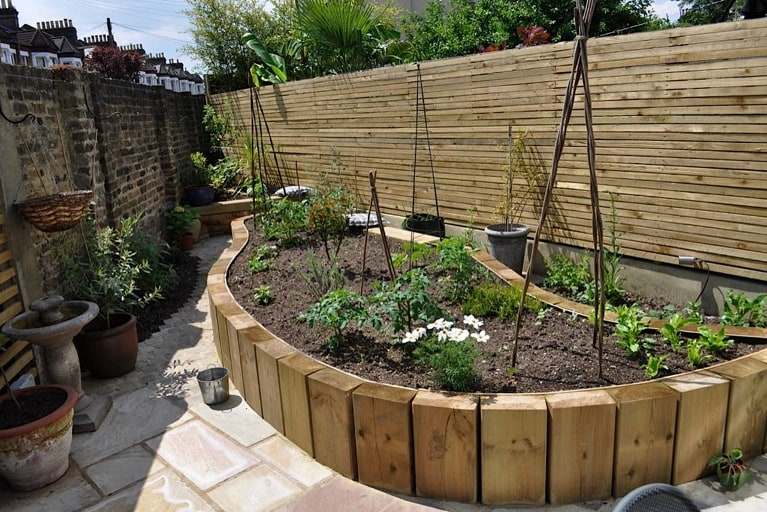 Triangular edible garden garden design london for Garden designs for triangular gardens