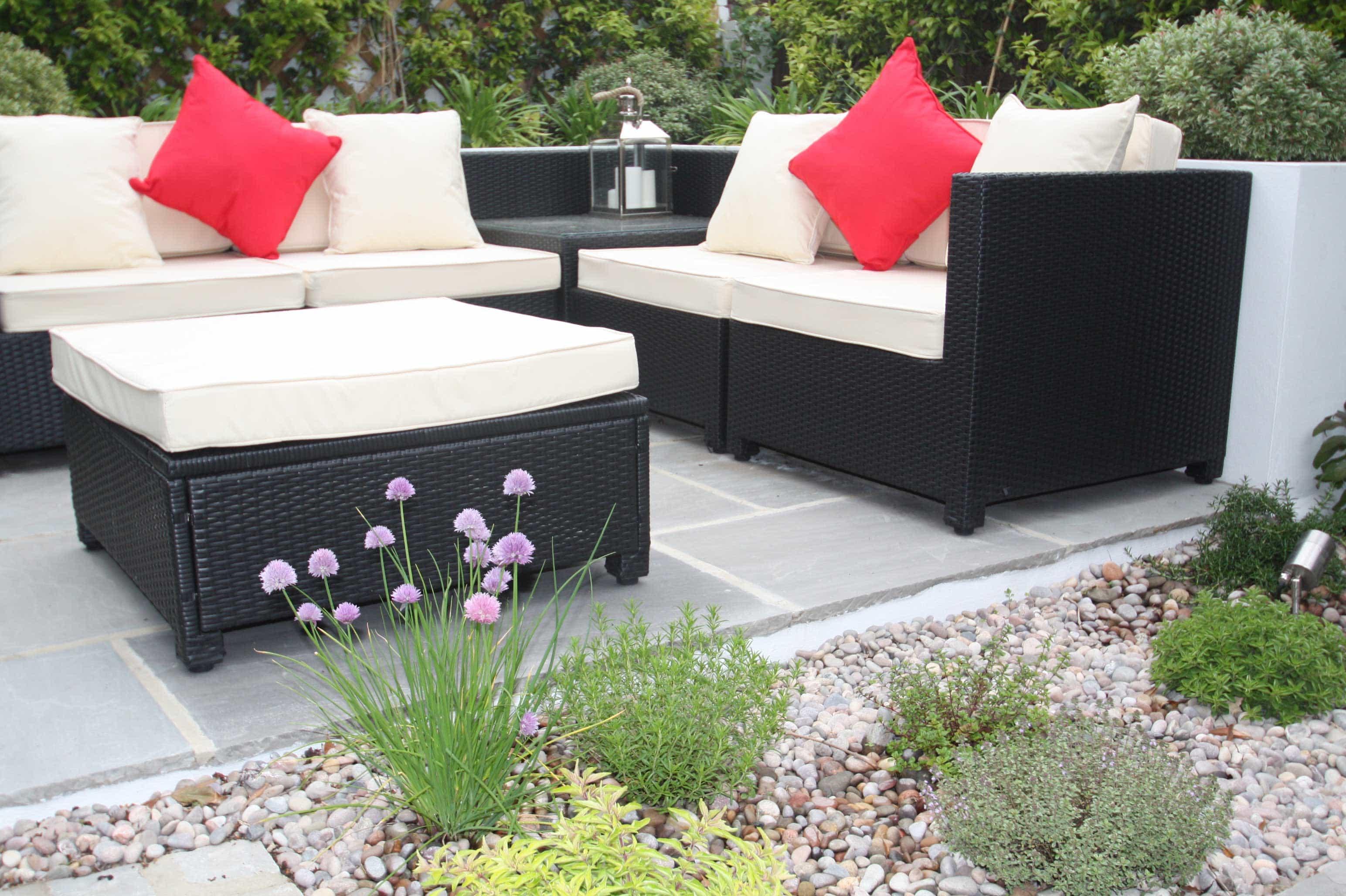 Low maintenance courtyard garden garden design london for Low maintenance herb garden