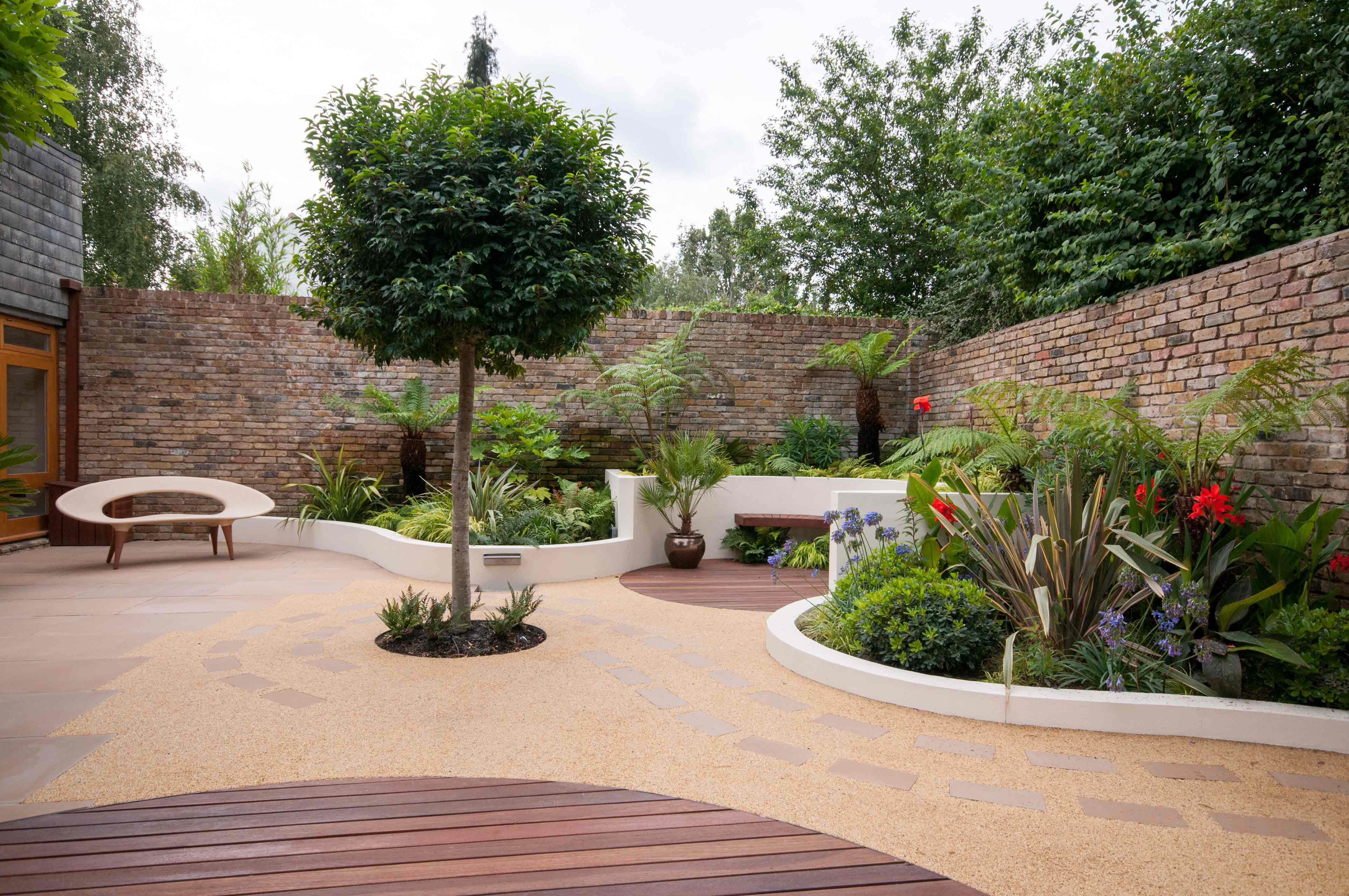 Garden design london contemporary garden designer se3 for Courtyard landscaping pictures